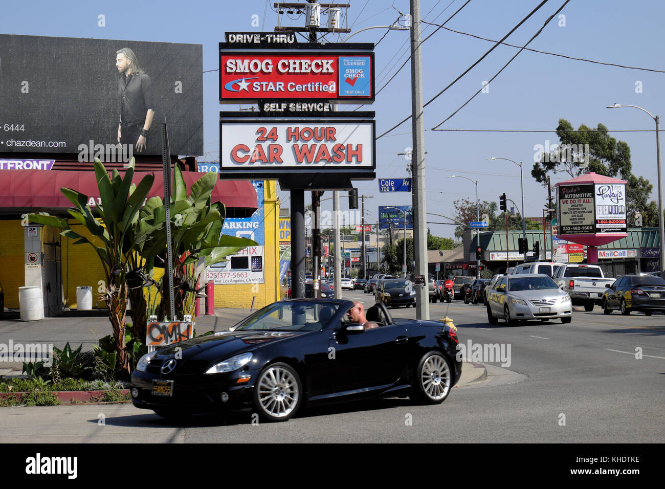Car wash signs imgenes de stock car wash signs fotos de stock alamy coche convertible y trfico en melrose avenue cerca de cole ave y el smog check 24 solutioingenieria Images