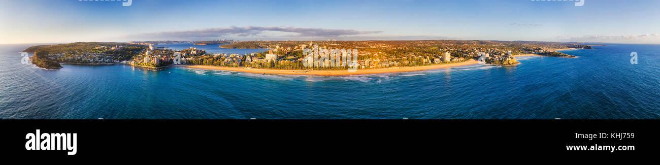 Ultra Wide Panorama de playas del norte de Sydney Manly playa arenosa y cabeza del Norte al norte de Sydney y el Imagen De Stock