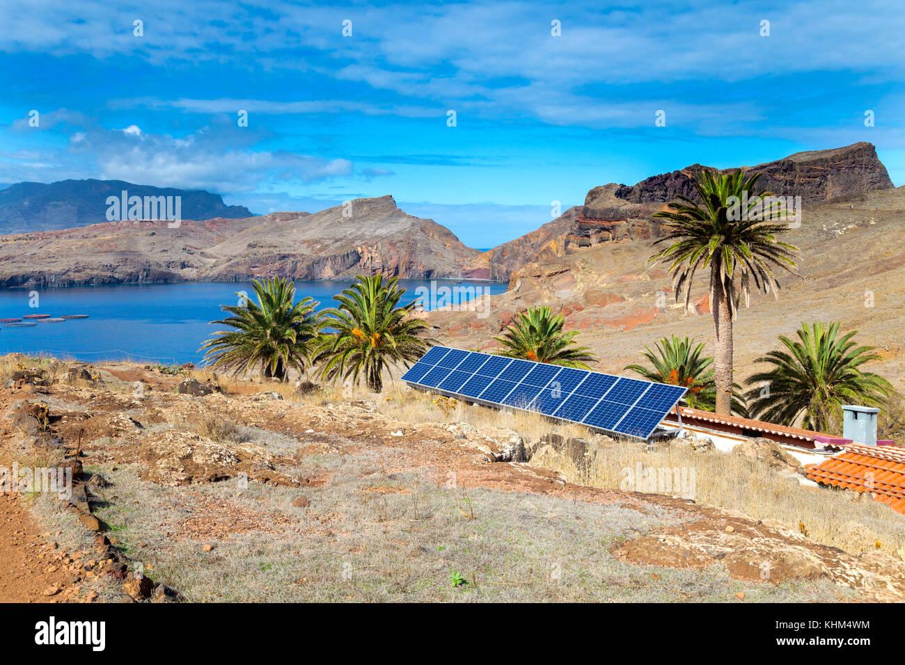 Paneles solares impulsan una casa en Sao Lourenco (Casa do Sardinha, Madeira, Portugal) Imagen De Stock