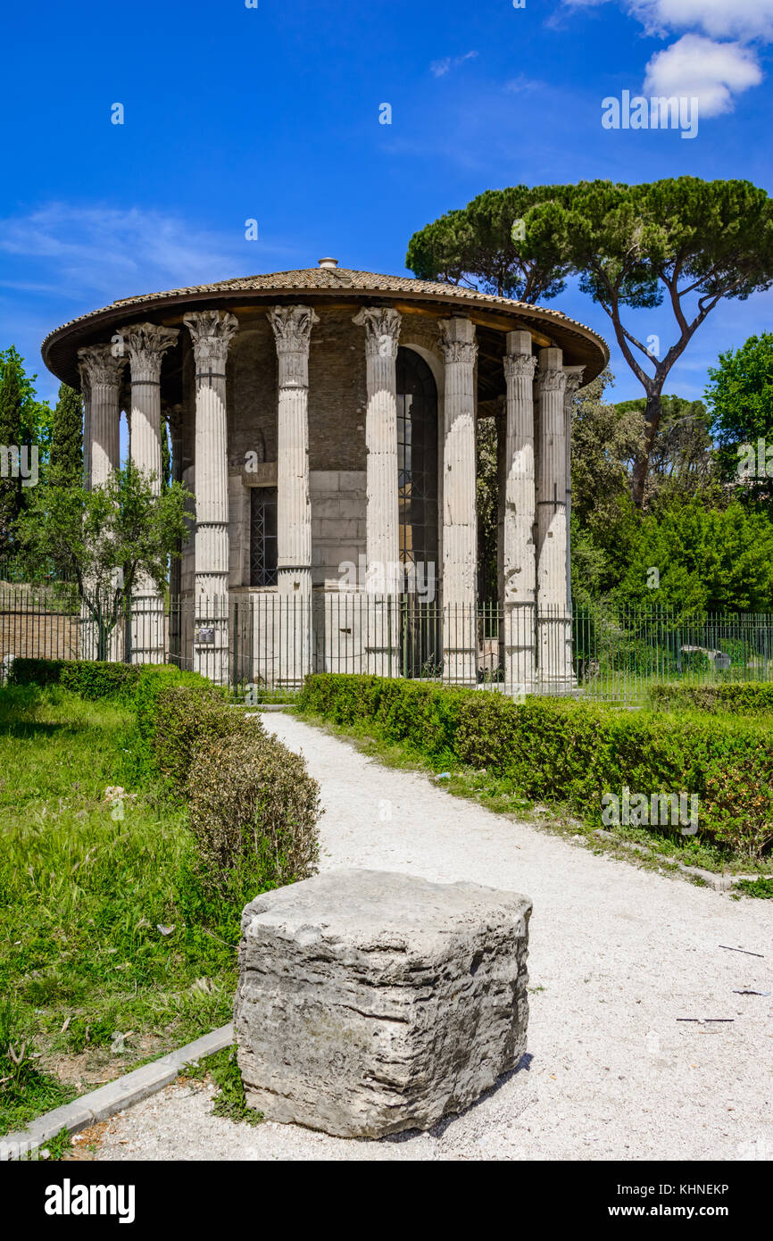 El Templo de Hércules Víctor o Hércules Olivarius es un edificio antiguo situado en el Foro Boarium en Roma. Italia Foto de stock