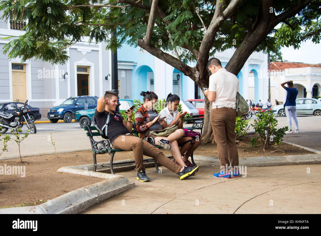 Con acceso a internet wifi en Cienfuegos, Cuba Imagen De Stock