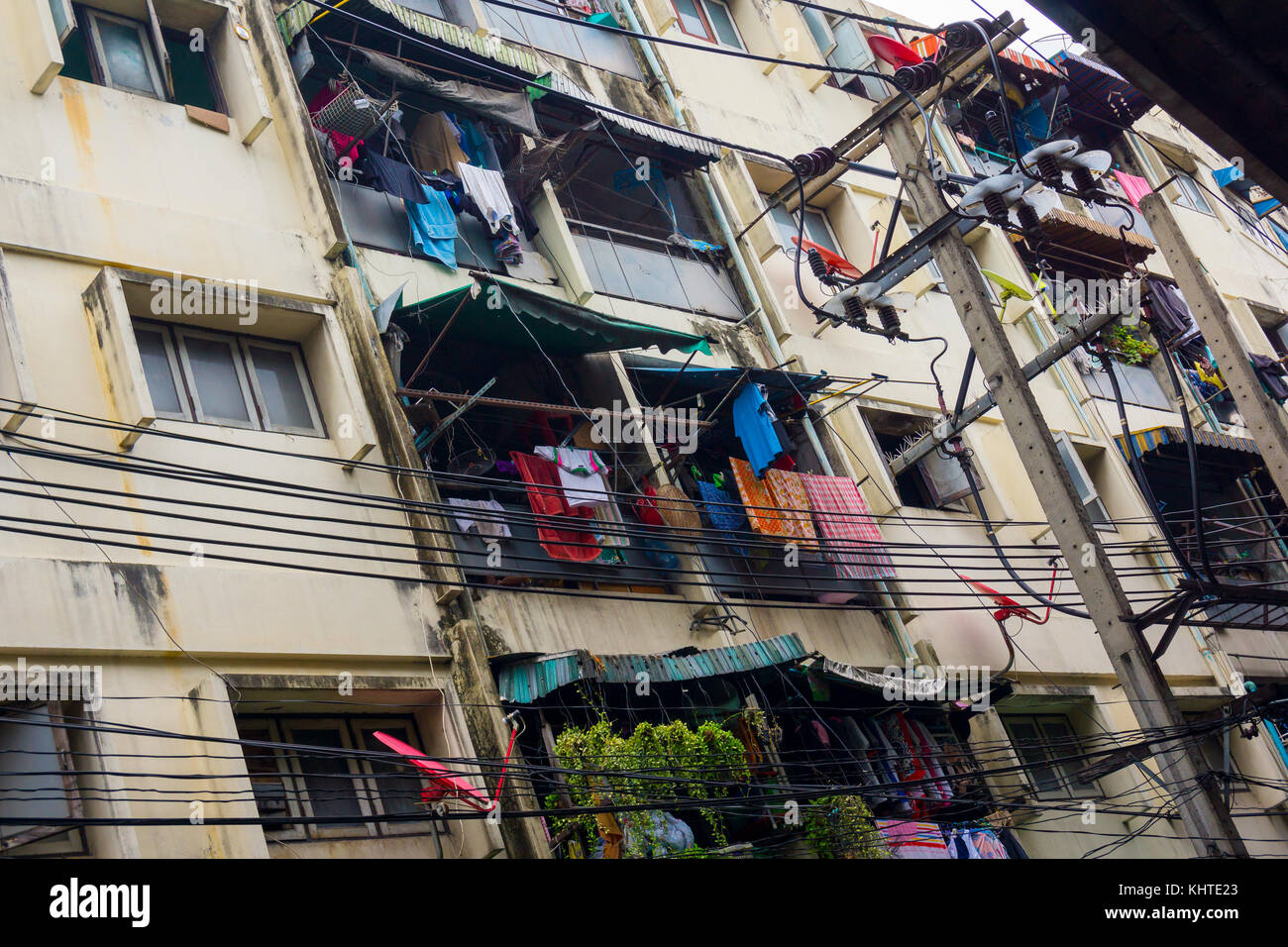 Fachada de casa pobre en Bangkok Imagen De Stock
