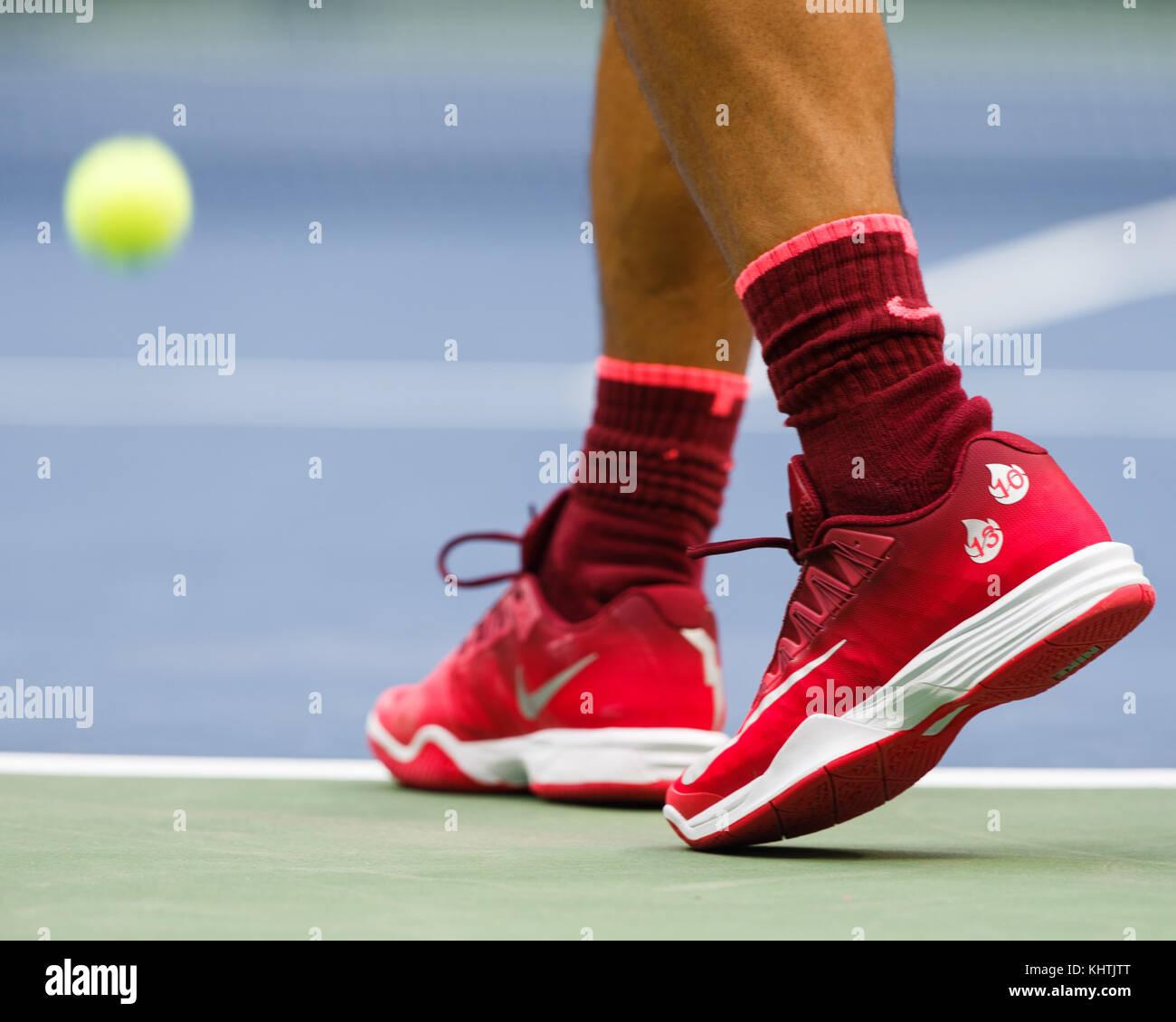 Primer plano del tenista español Rafael Nadal calzado deportivo durante su men's singles match en el US Imagen De Stock