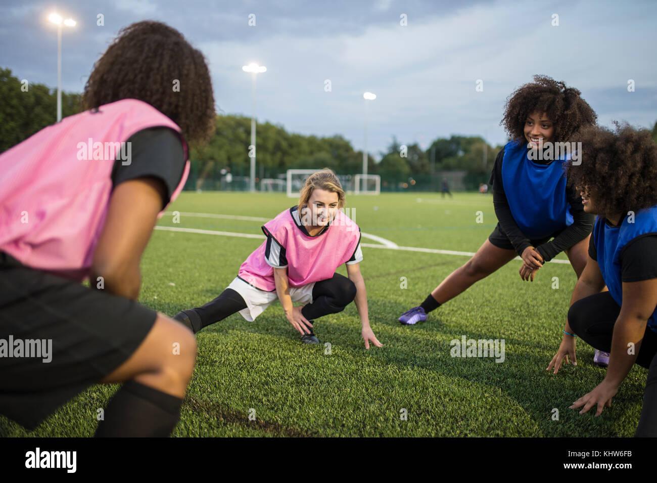 El equipo de fútbol de la mujer práctica, Hackney, Este de Londres, Reino Unido Foto de stock