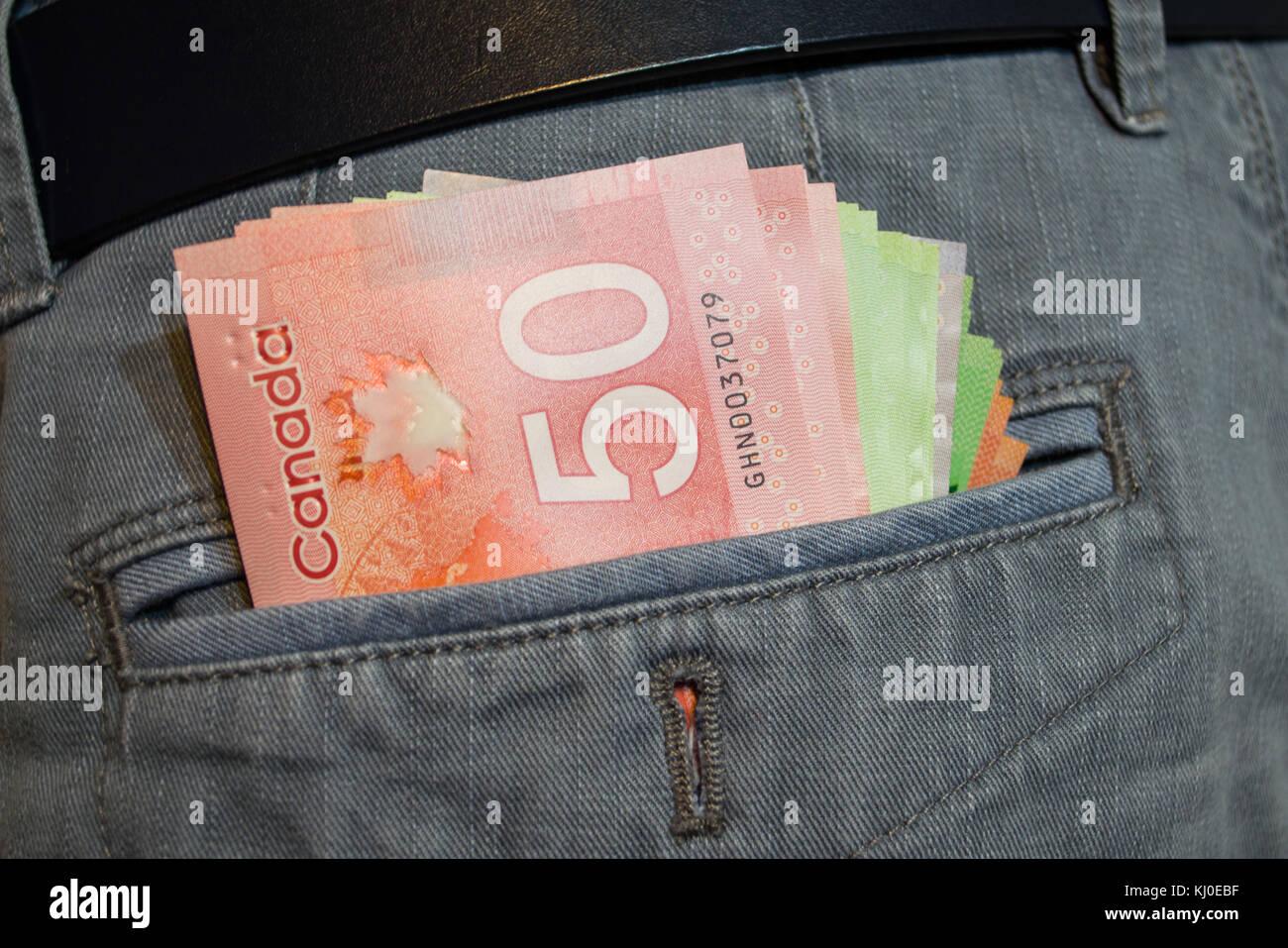 Dólares canadienses en Pocket Foto de stock