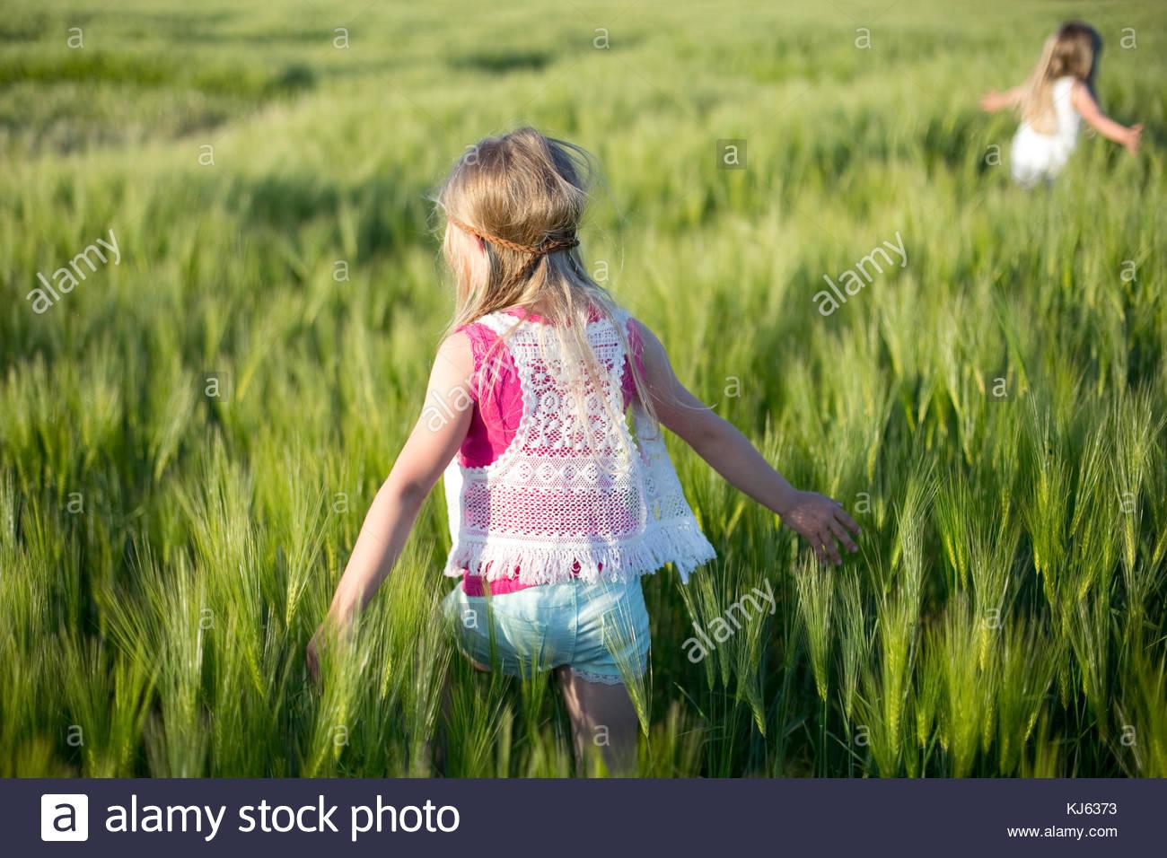Felices días hippie en la pradera Imagen De Stock