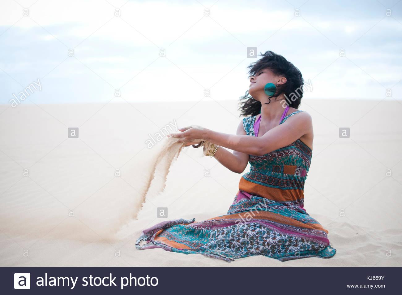 Hermosa mujer toma una respiración profunda después de la carrera Imagen De Stock