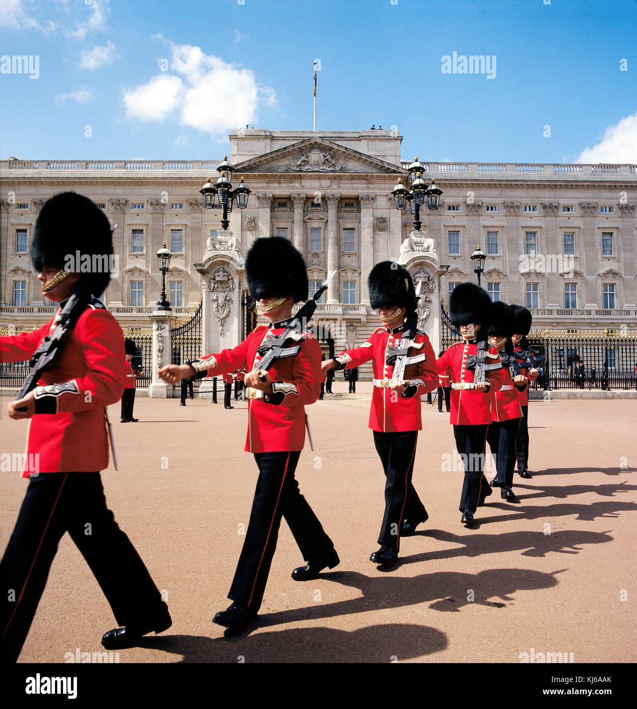 Granaderos de la Guardia del Palacio de Buckingham Londres Imagen De Stock