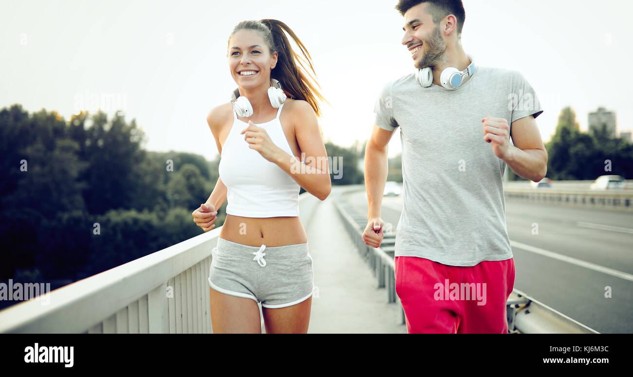 Atractiva y hermosa mujer hombre footing juntos Imagen De Stock