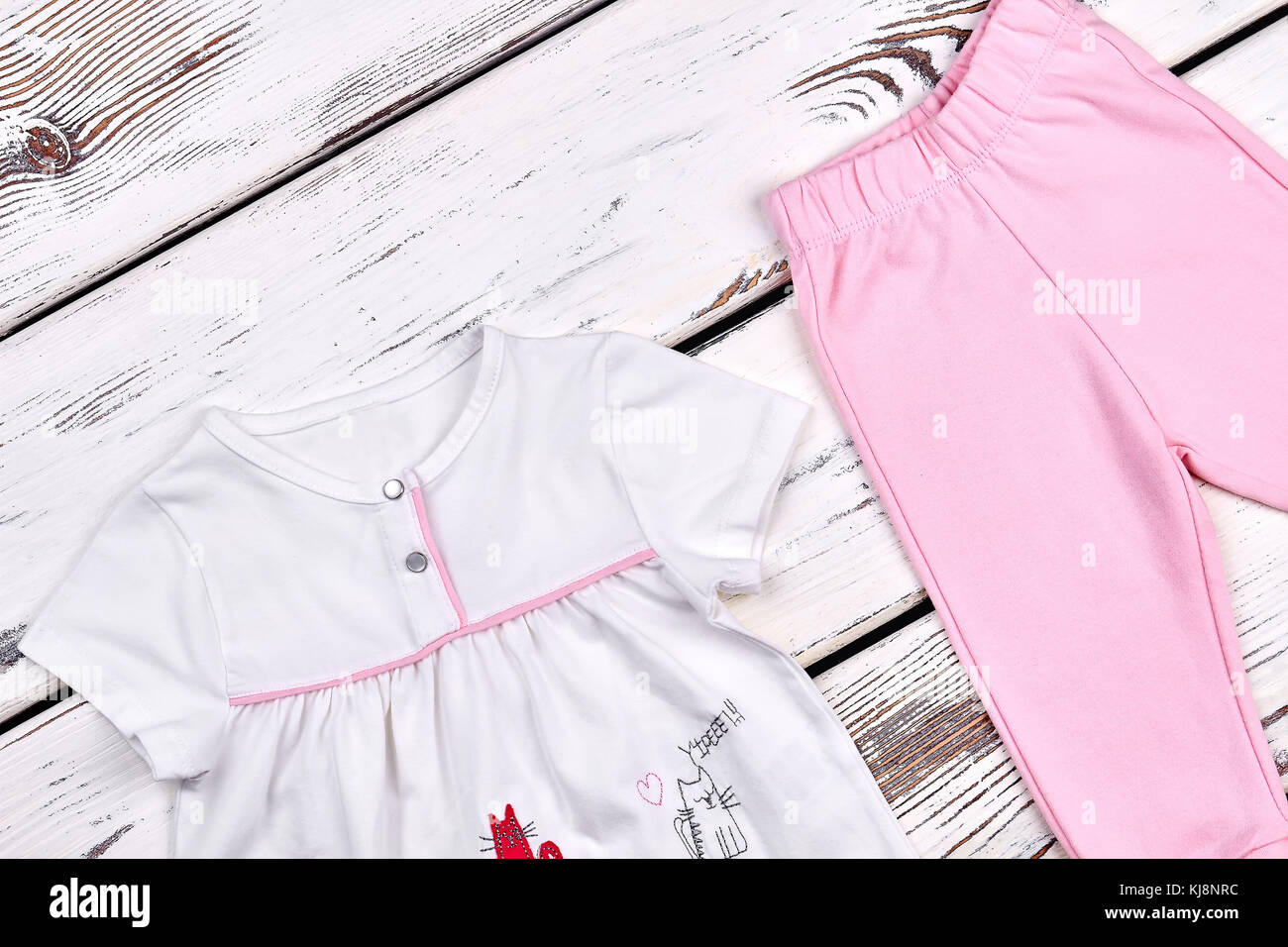 4437ff5f6 Niña Niño lindo bebé niña traje de algodón blanco hermoso top y pantalones  rosa sobre fondo