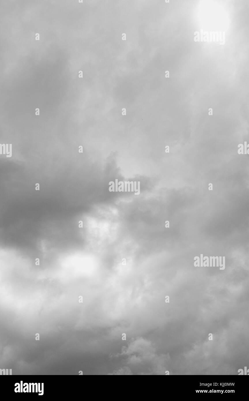 Cielo nublado en la acumulación de la temporada húmeda, Townsville, Queensland, Australia Foto de stock