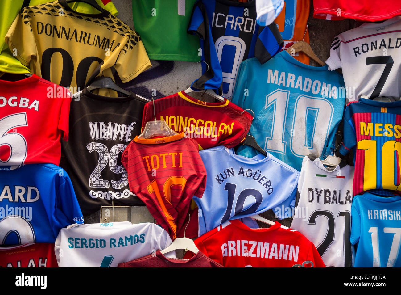 Football Shirts Market Stall Imágenes De Stock   Football Shirts ... 958f2b49a1760