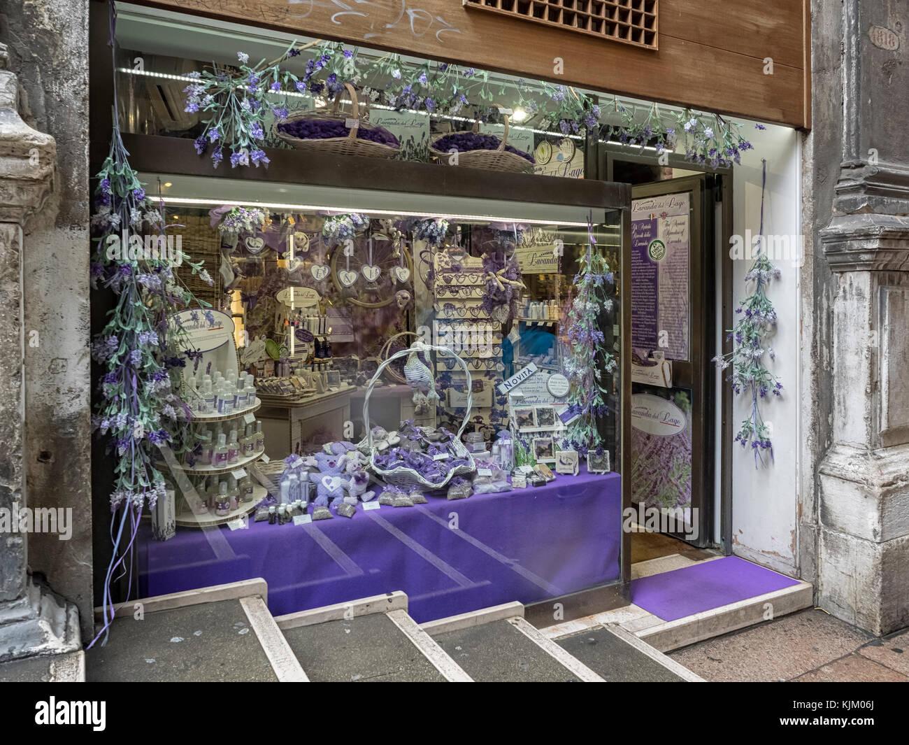 Venecia, Italia: Bonita tienda de Lavanda - Lavanda del Lago Imagen De Stock