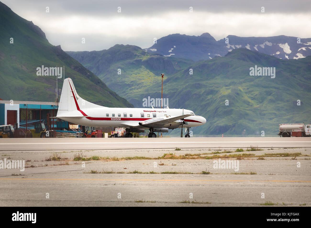 Puerto holandés, unalaska, Alaska, EE.UU. - agosto 14th, 2017: un Convair 580 de Honeywell en ensayos en vuelo, aeropuerto de unalaska tom Madsen, Alaska. Foto de stock