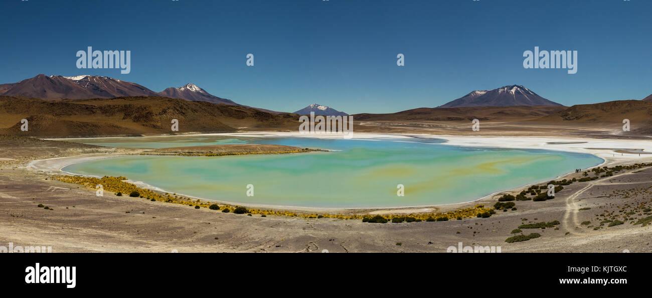 Foto tomada en agosto de 2017, en el altiplano de Bolivia, América del Sur: Panorama Laguna Verde Altiplano, Imagen De Stock