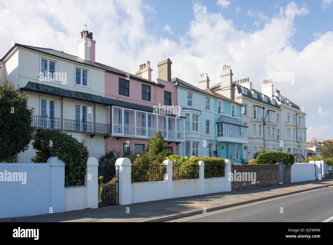 Las casas antiguas, la playa, Walmer, tratar, Kent, Inglaterra, Reino Unido Imagen De Stock