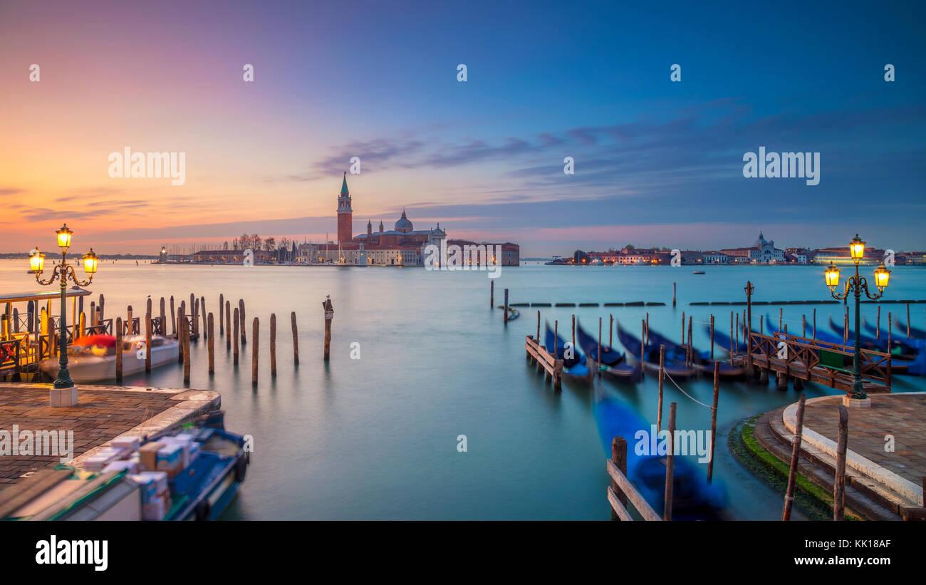 Panorama de Venecia. Panorámica de la imagen del paisaje urbano de Venecia, Italia durante el amanecer. Imagen De Stock