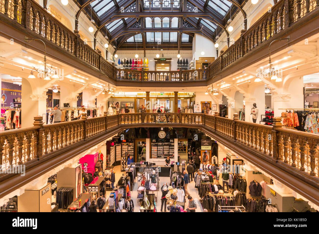 Jenners escocia edimburgo Edimburgo tienda Jenners interior muestra tres diferentes niveles minorista o Pisos Edimburgo Imagen De Stock