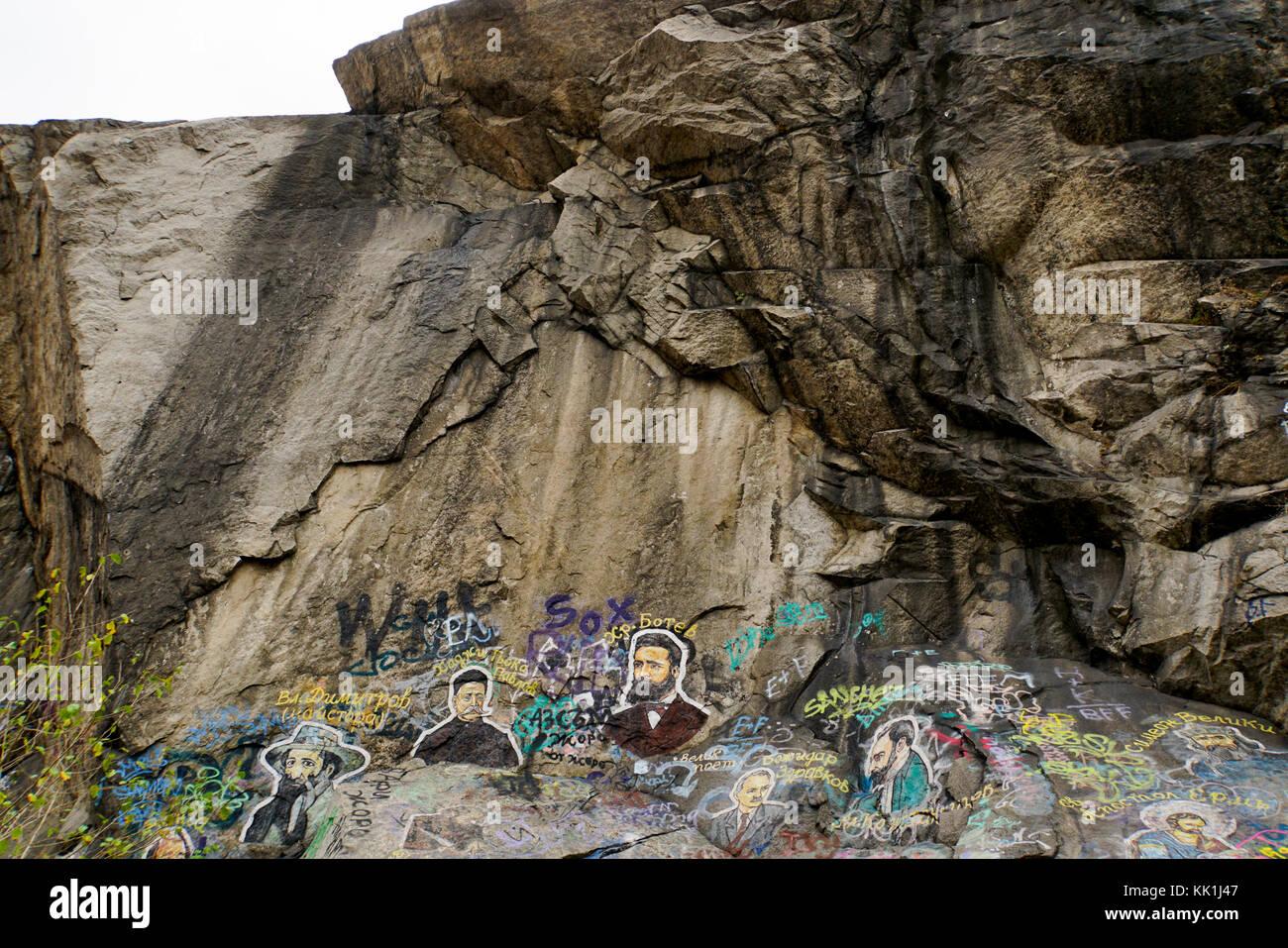 Graffiti pintado en una roca. Plovdiv, Bulgaria Imagen De Stock