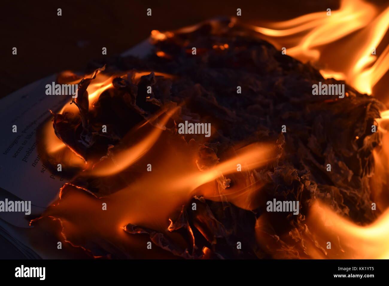 Un libro sobre el fuego Foto de stock