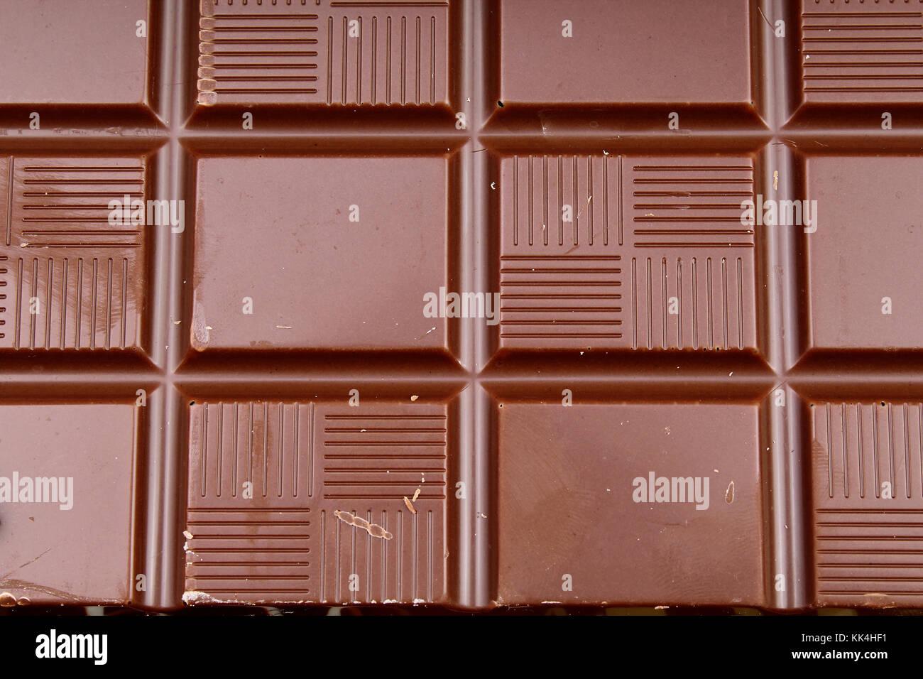 Barra De Chocolate Y Bares Como Fondo Leche Y Chocolate Oscuro - Marron-y-chocolate