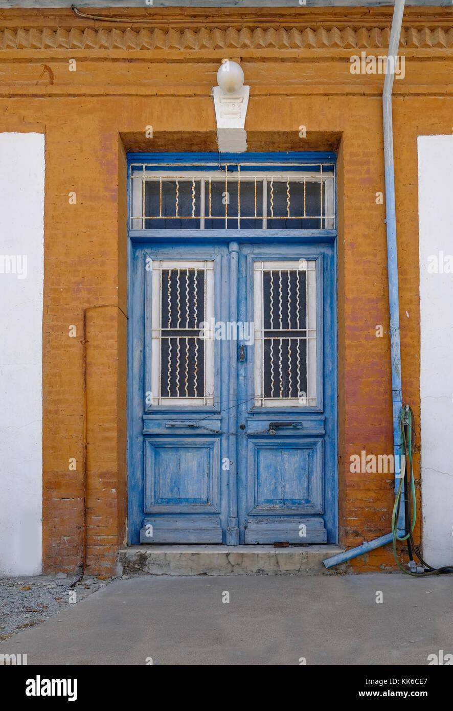 Antiguas Puertas De Madera Azul En San Cipriano Aldea Enmarcada Por