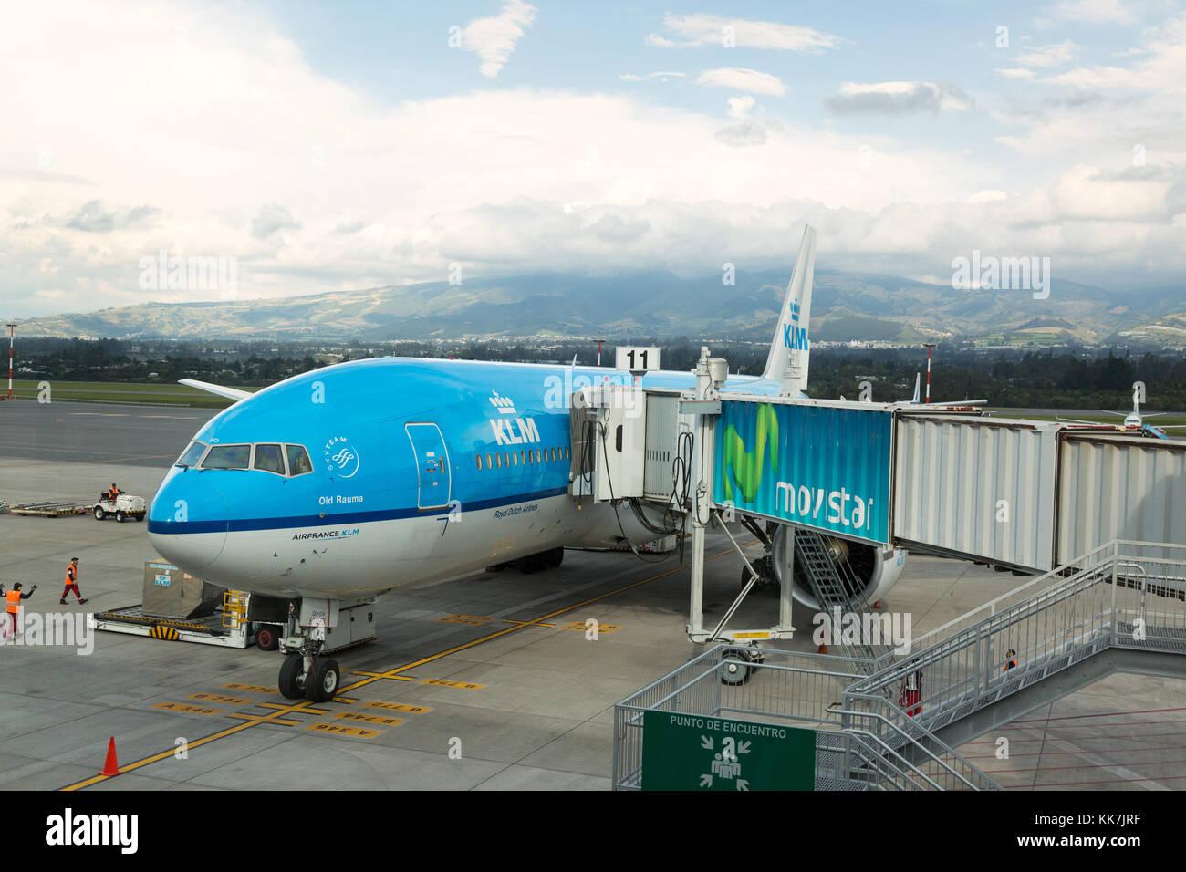 Avión de KLM en el Aeropuerto Internacional Mariscal Sucre de Quito, Ecuador, Sudamérica Imagen De Stock