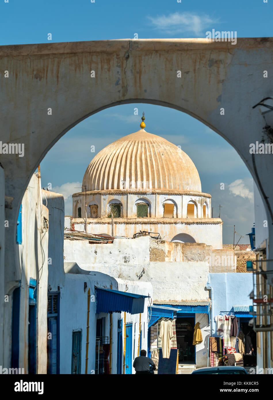 Casas tradicionales en la medina de Kairouan. Un sitio de patrimonio mundial de la UNESCO en Túnez Imagen De Stock