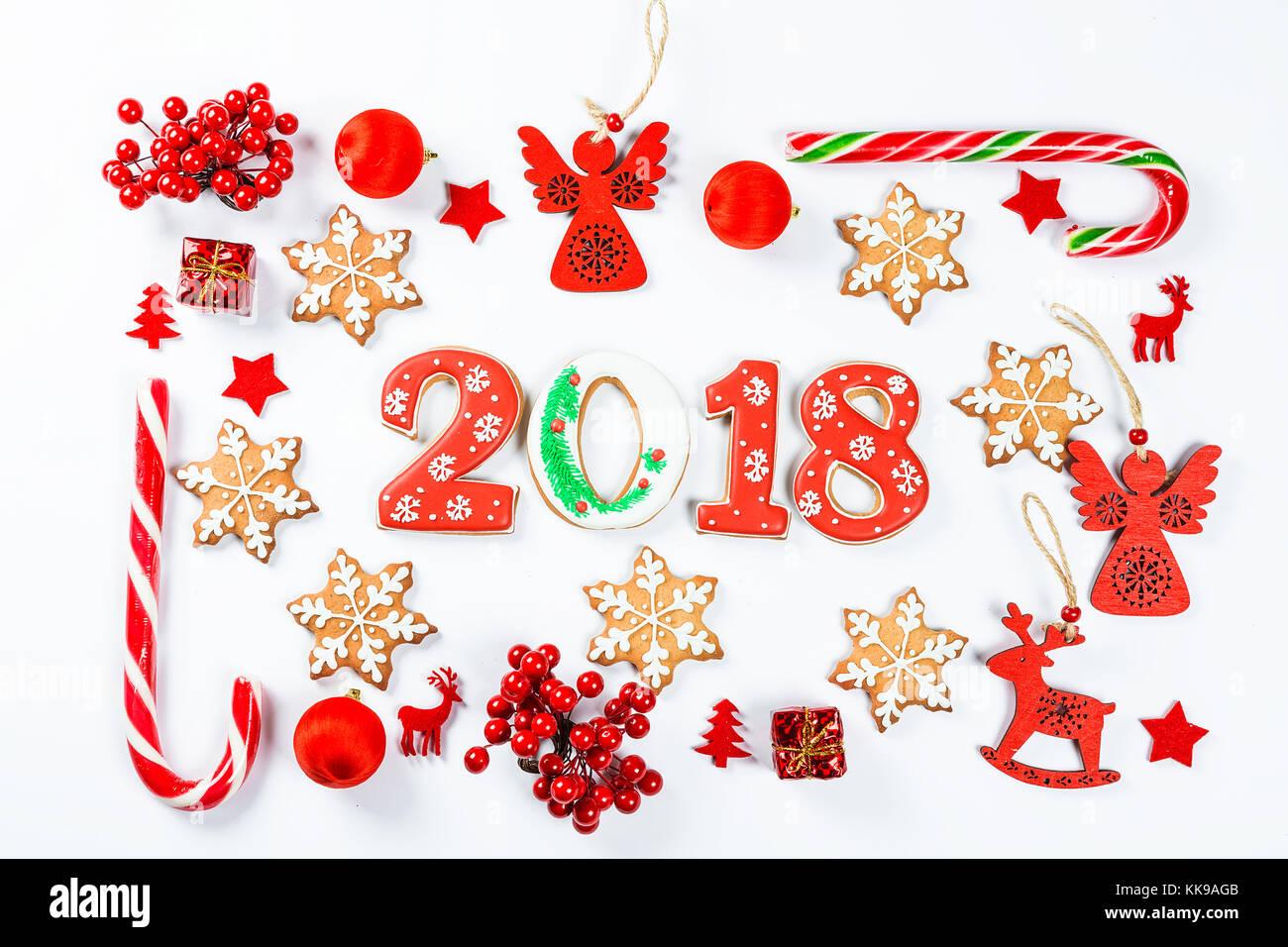 Marco de navidad y año nuevo juguetes rojos adornos con galletas de ...