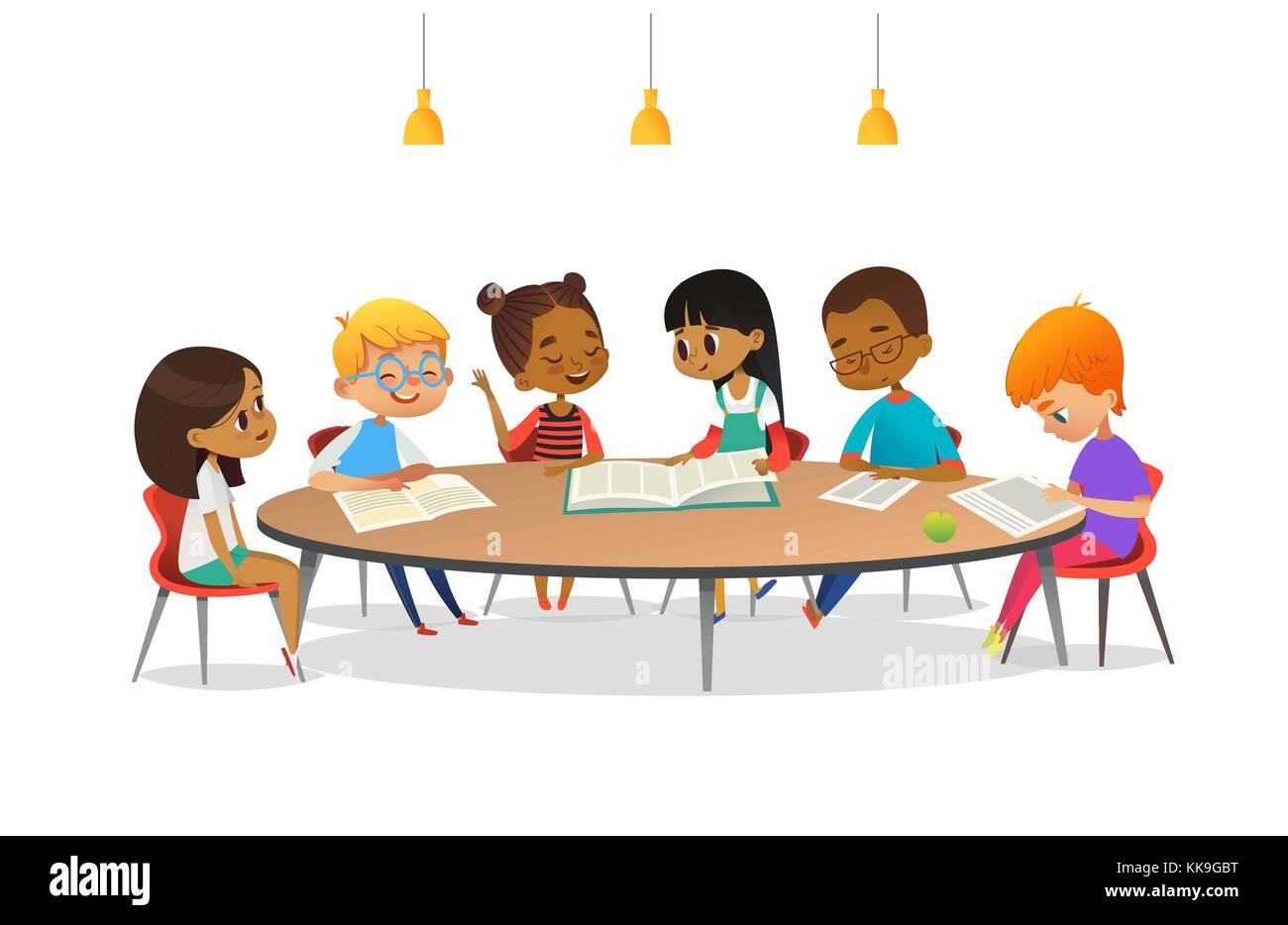 Ninos Y Ninas Sentados Alrededor De La Mesa Redonda Estudiar Leer