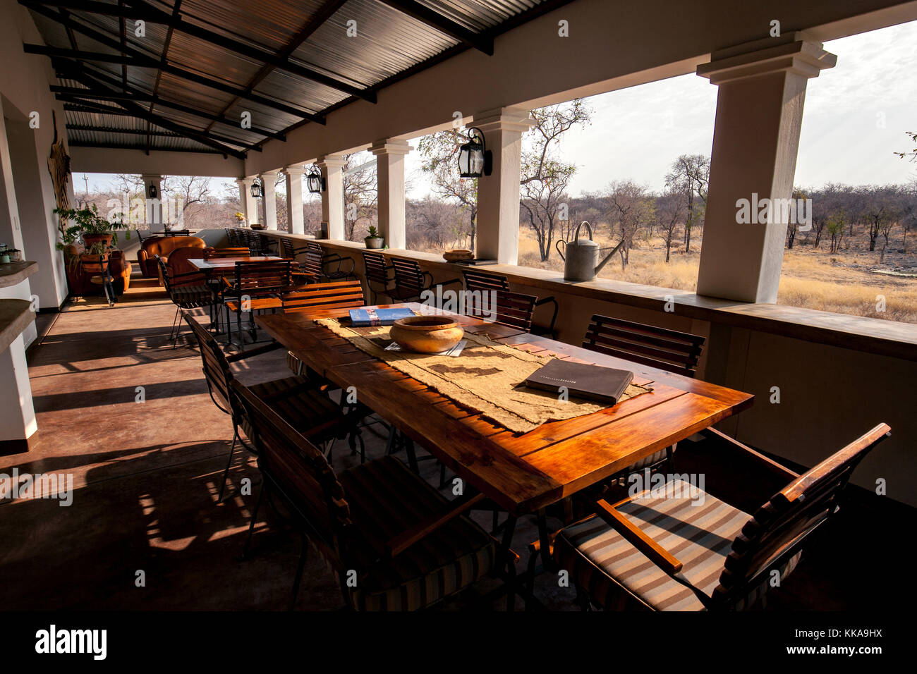Zona de restaurante en el camping de lujo onguma tamboti, reserva de caza, Namibia, África Imagen De Stock