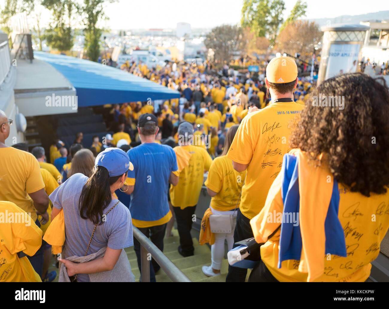 Juego siguiente 2 de la National Basketball Association (NBA) final entre  los Golden State Warriors y los Cleveland Cavaliers 35d1f200ec7