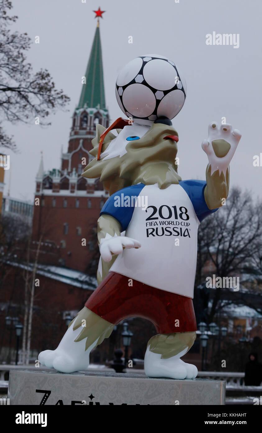 Moskau, Russland. 29 de noviembre de 2017. Der Kreml con dem Wolf Zabivaka, Maskottchen der Fussball- WM 2018. Característica/Schmuckbild/Hintergrund/Hintergrundbild. Fussball: Auslosung zur FIFA- Fussball Weltmeisterschaft 2018 en Moskau, Russland 01.12.2017 - Fútbol, sorteo de la Copa Mundial de la FIFA 2018, Moscú, 01 de diciembre de 2017 |uso en todo el mundo crédito: dpa/Alamy Live News Foto de stock