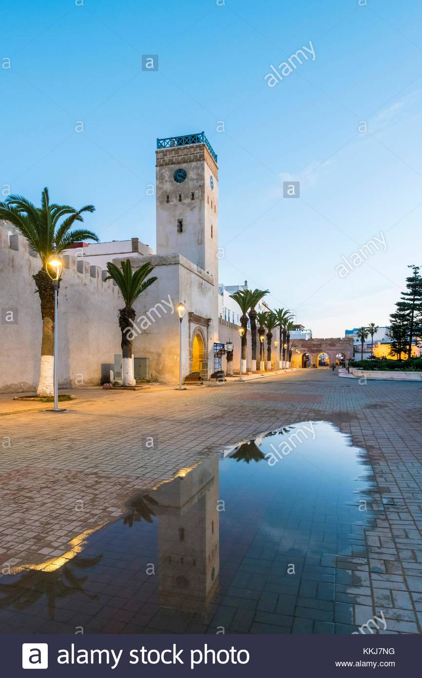 Marruecos, Marrakesh-Safi (Marrakesh-Tensift-El Haouz) Región, Essaouira. La Place d'Horloge, clocktower Imagen De Stock