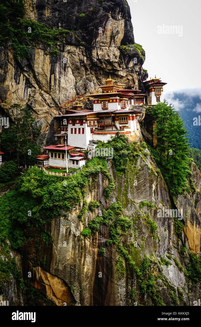 Paro taktsang (tiger nest templo) en la parte superior del valle de paro, Bhután. taktsang lhakhang Bhután Imagen De Stock
