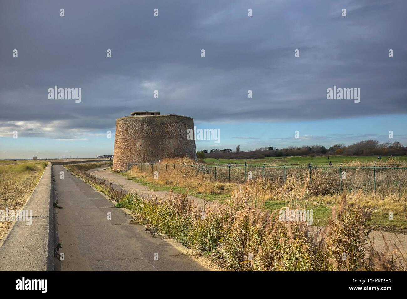 Una de las torres Martello erigidos durante las Guerras Napoleónicas como una defensa contra la amenaza del ejército invasor de Napoleón. También fueron utilizadas como mirar Foto de stock