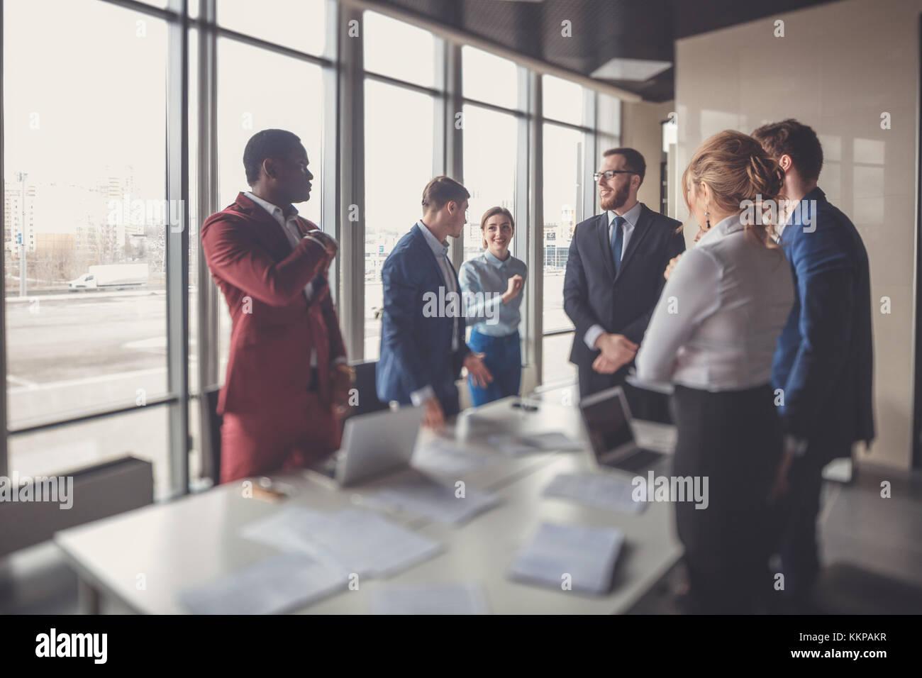 Equipo de negocios corporativos y gerente en una reunión Imagen De Stock