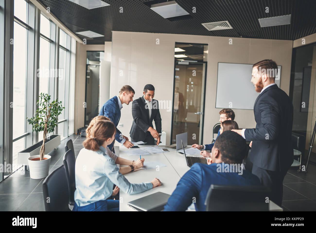 Equipo de negocios y gerente en una reunión Imagen De Stock