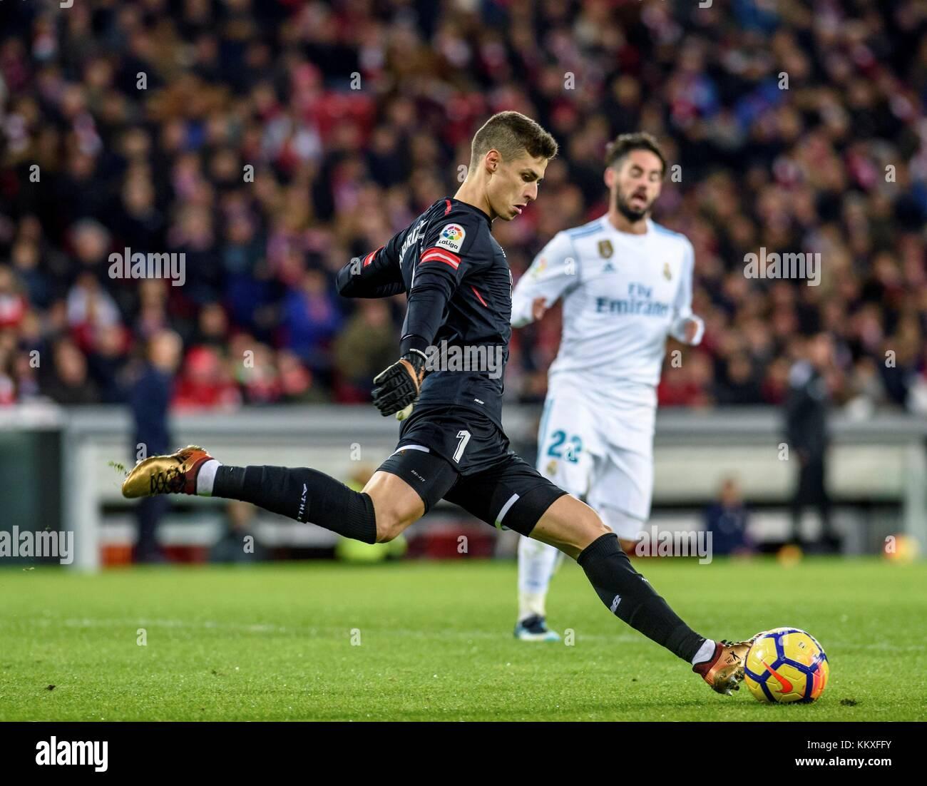 Portero del Athletic de Bilbao kepa arrizabalaga en acción durante un  partido de la liga de Santander 60e73c7da1494