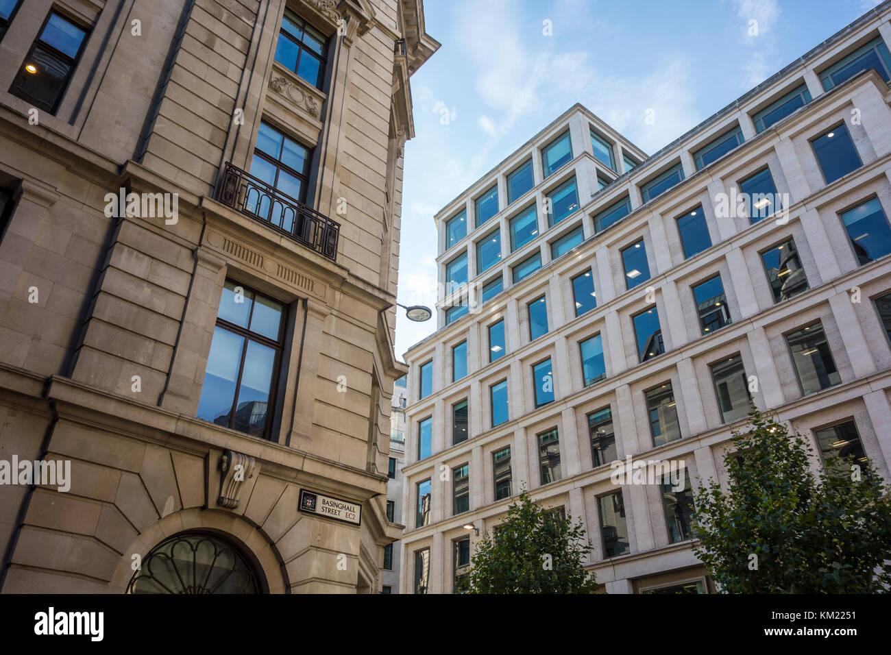 Edificios de oficinas en la esquina de la calle y Basinghall Gresham Street, City de Londres, Reino Unido Imagen De Stock