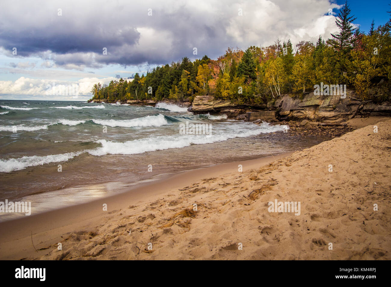 Lago nacional Pictured Rocks. La salvaje y agreste costa del Lago Superior a lo largo del Lago nacional Pictured Imagen De Stock