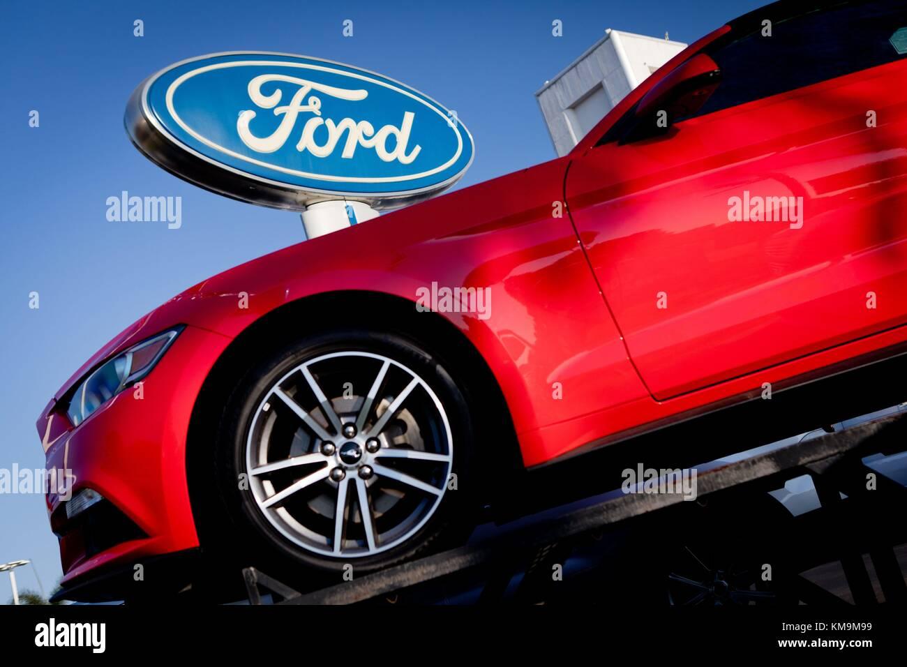 Ford mustang rojo en kearny pearson ford concesionario de coches en kearny mesa en agosto de 2017 uso en todo el mundo