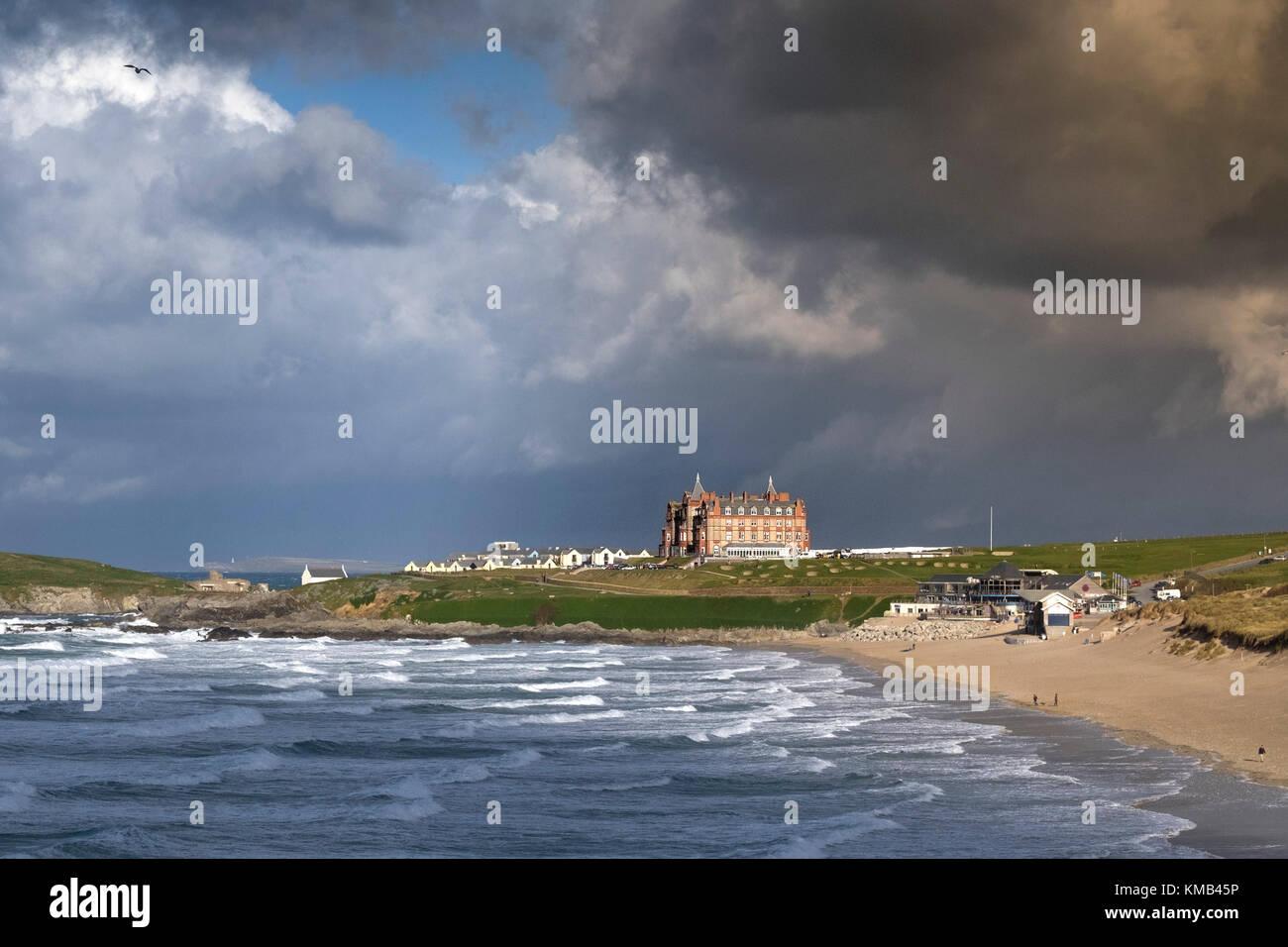 El clima del Reino Unido - Stormy weather acercando a Newquay en el norte de la costa de Cornwall. Imagen De Stock