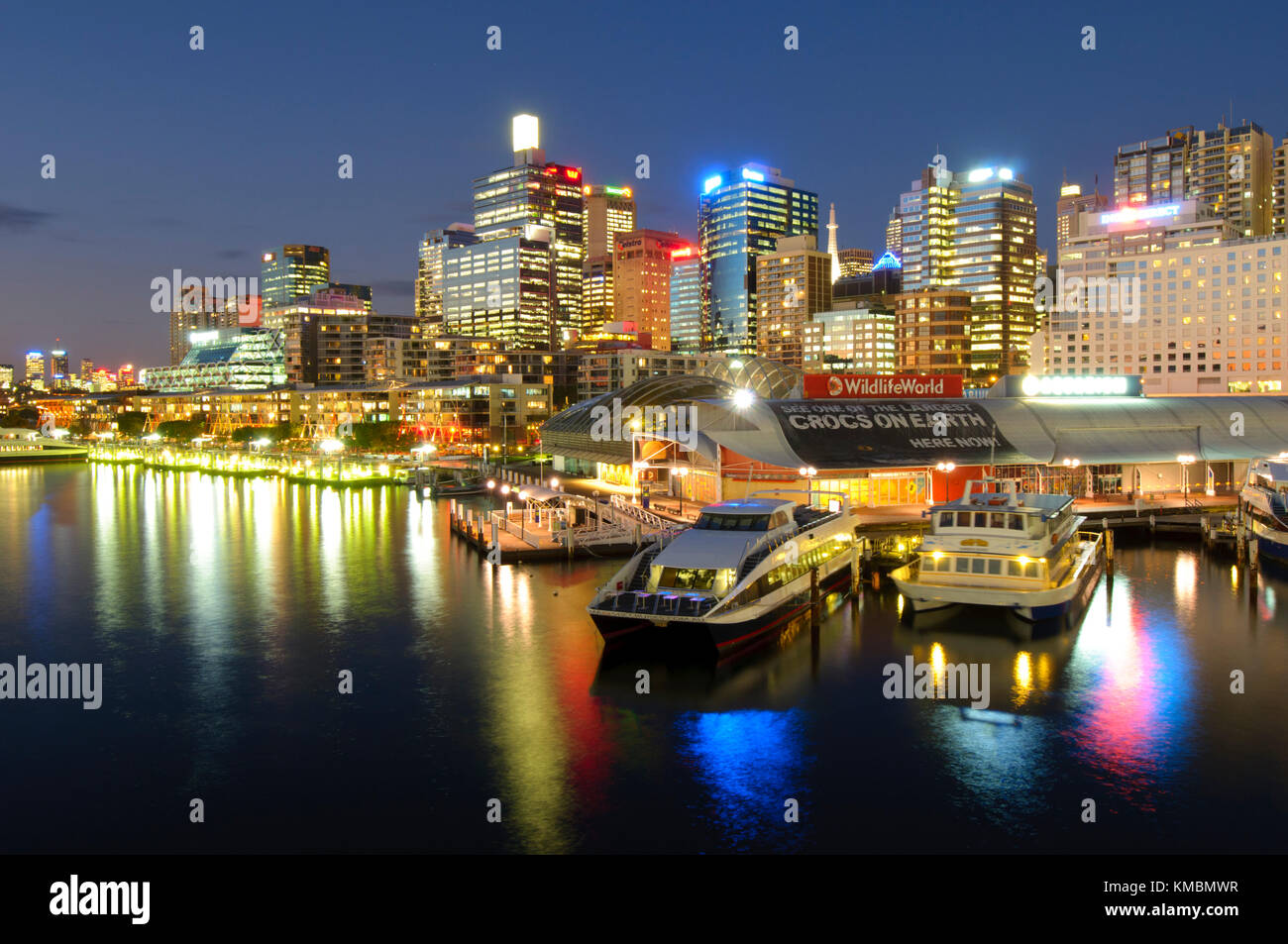 Por la noche darling harbour sydney new south wales for Centro turistico puesta del sol