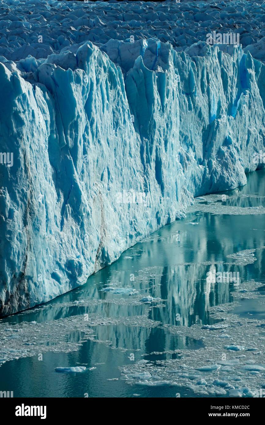 Cara terminal del glaciar Perito Moreno y el lago Argentino, el parque nacional Los Glaciares (Zona patrimonio de Imagen De Stock
