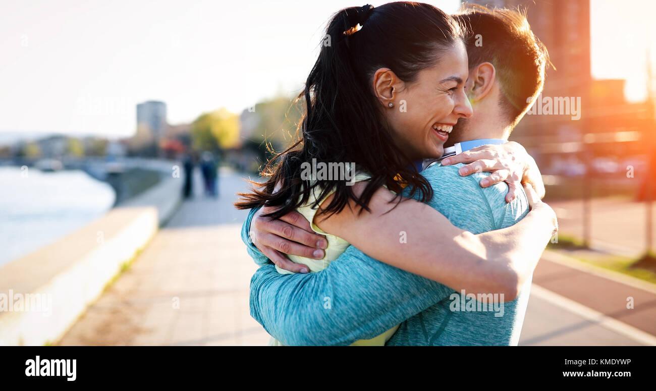 Amigos fitness junto al aire libre Vida saludable activo Imagen De Stock