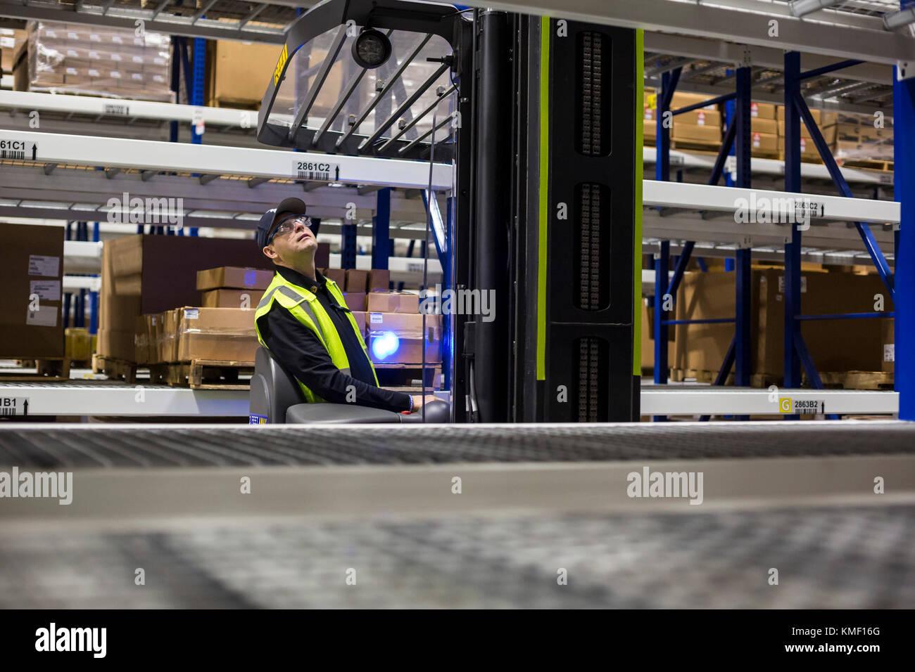 En Romulus, Michigan - un centro de distribución de repuestos de automóviles MOPAR. mopar es el funcionamiento Imagen De Stock