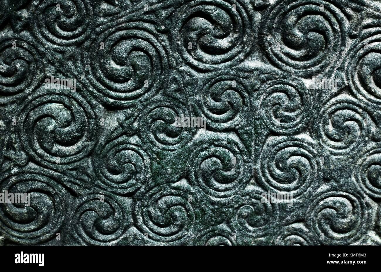 Detalle de curvilíneas talladas Pictish Celta símbolo cristiano monumento de piedra en Shandwick, Easter Ross, Región de tierras altas, Escocia Foto de stock