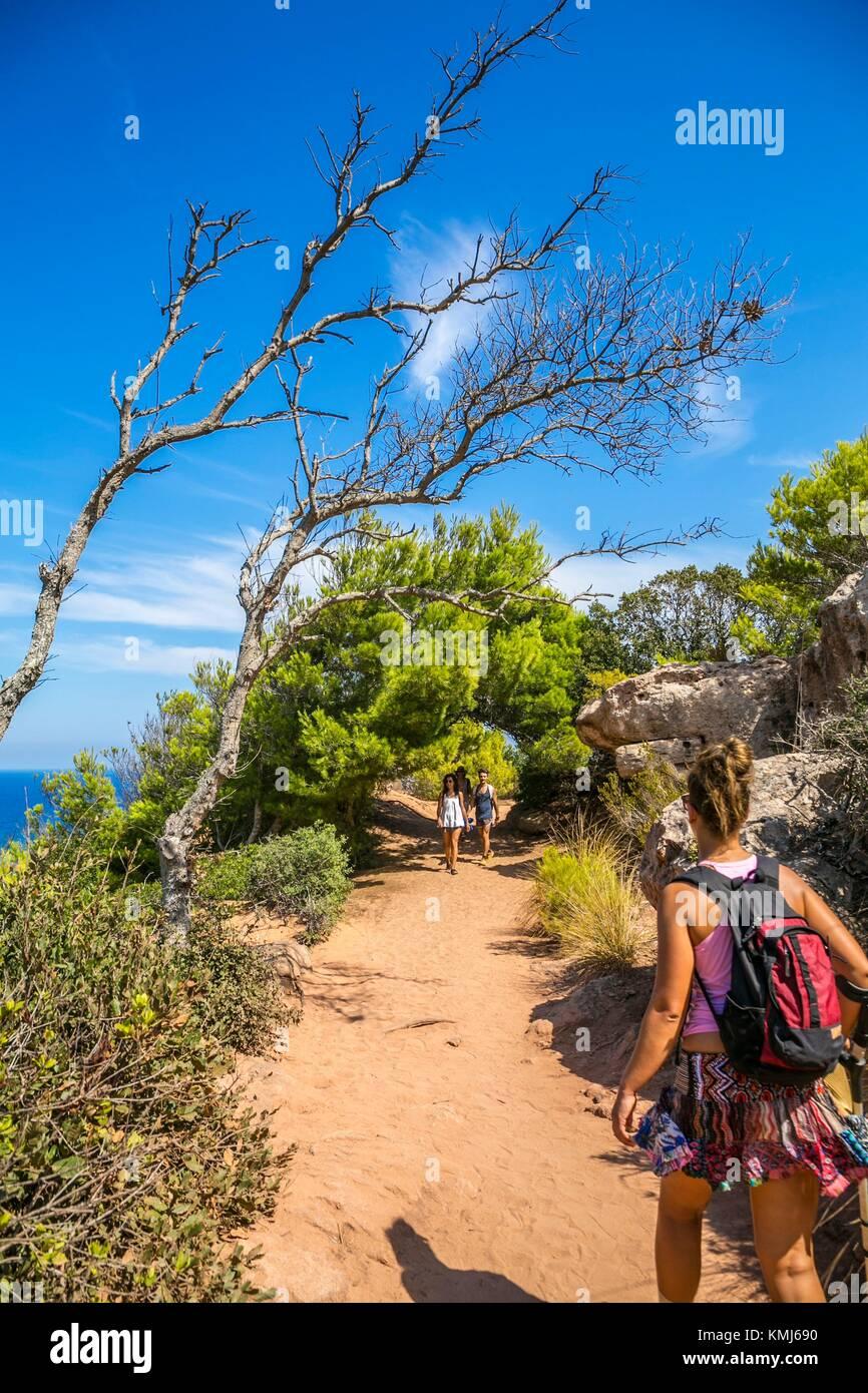 El Camí de Cavalls ruta. Camino a Cala Pilar Playa. El municipio de Ciutadella de Menorca. Menorca. Islas Baleares. Imagen De Stock