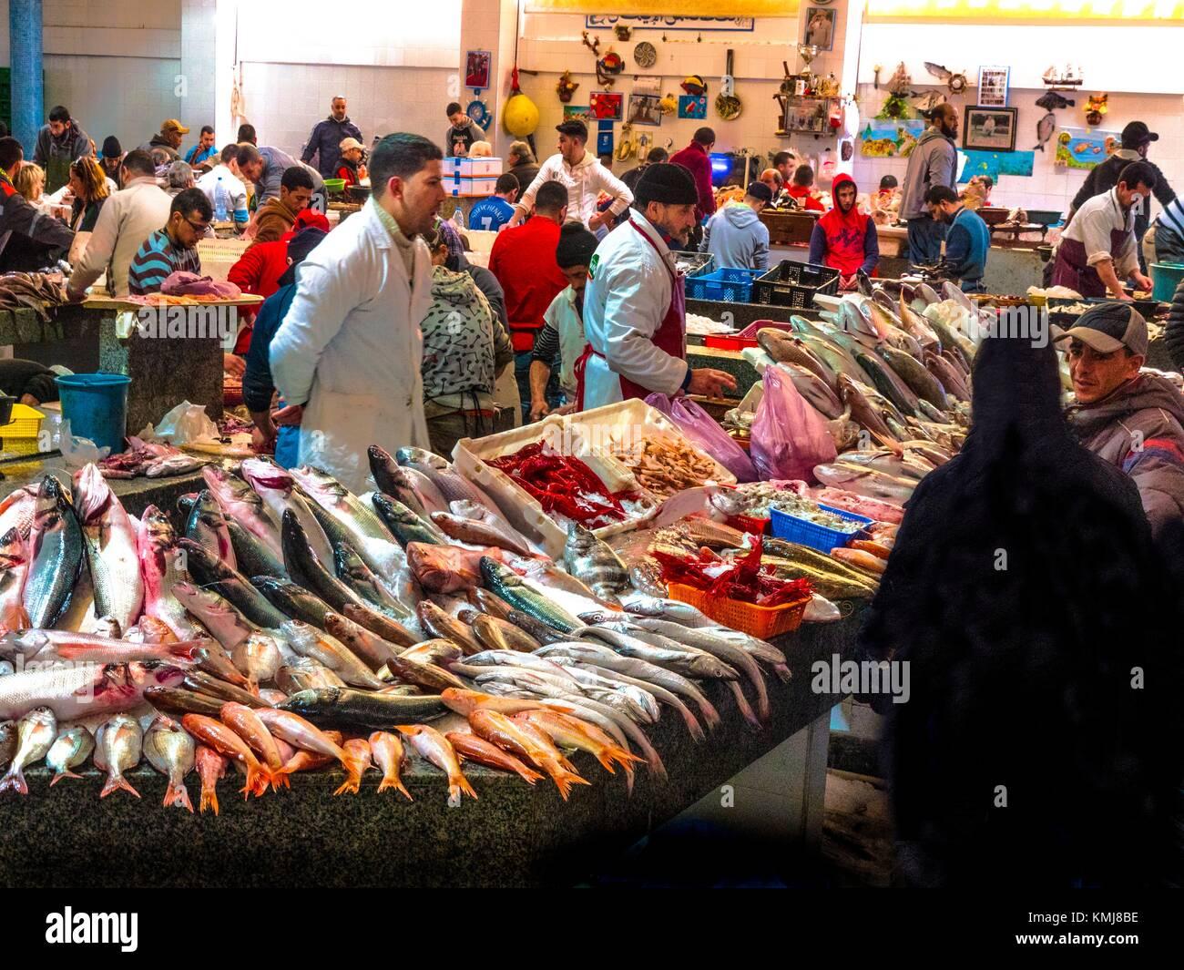Marruecos, Tánger, mercado de pescado en Tánger. Imagen De Stock